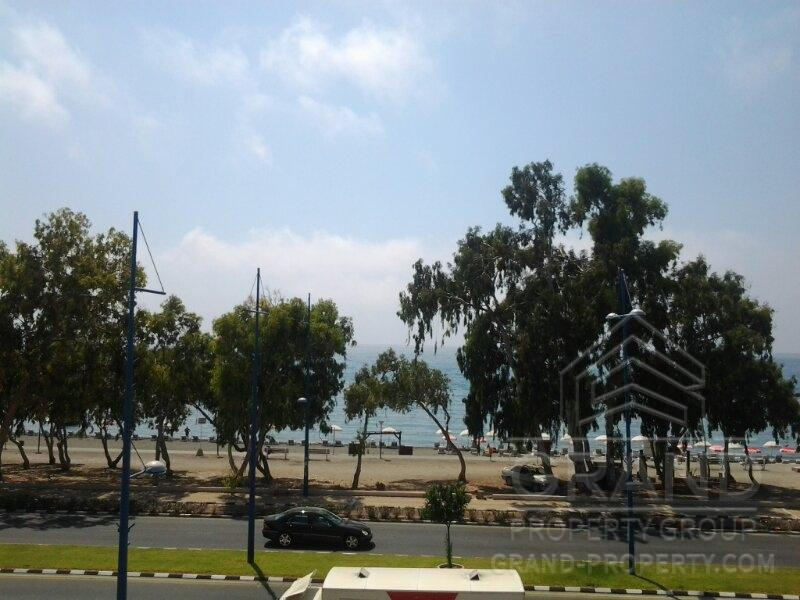 4 Bedrooms Apartment For Sale in Germasoyia, Limassol